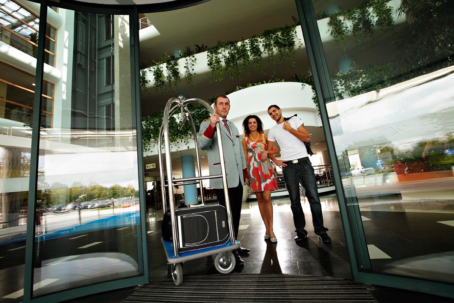 Hotel-entrance_01_Hotel-Livada-Prestige_T3000_Foto-AV_09-09_low res