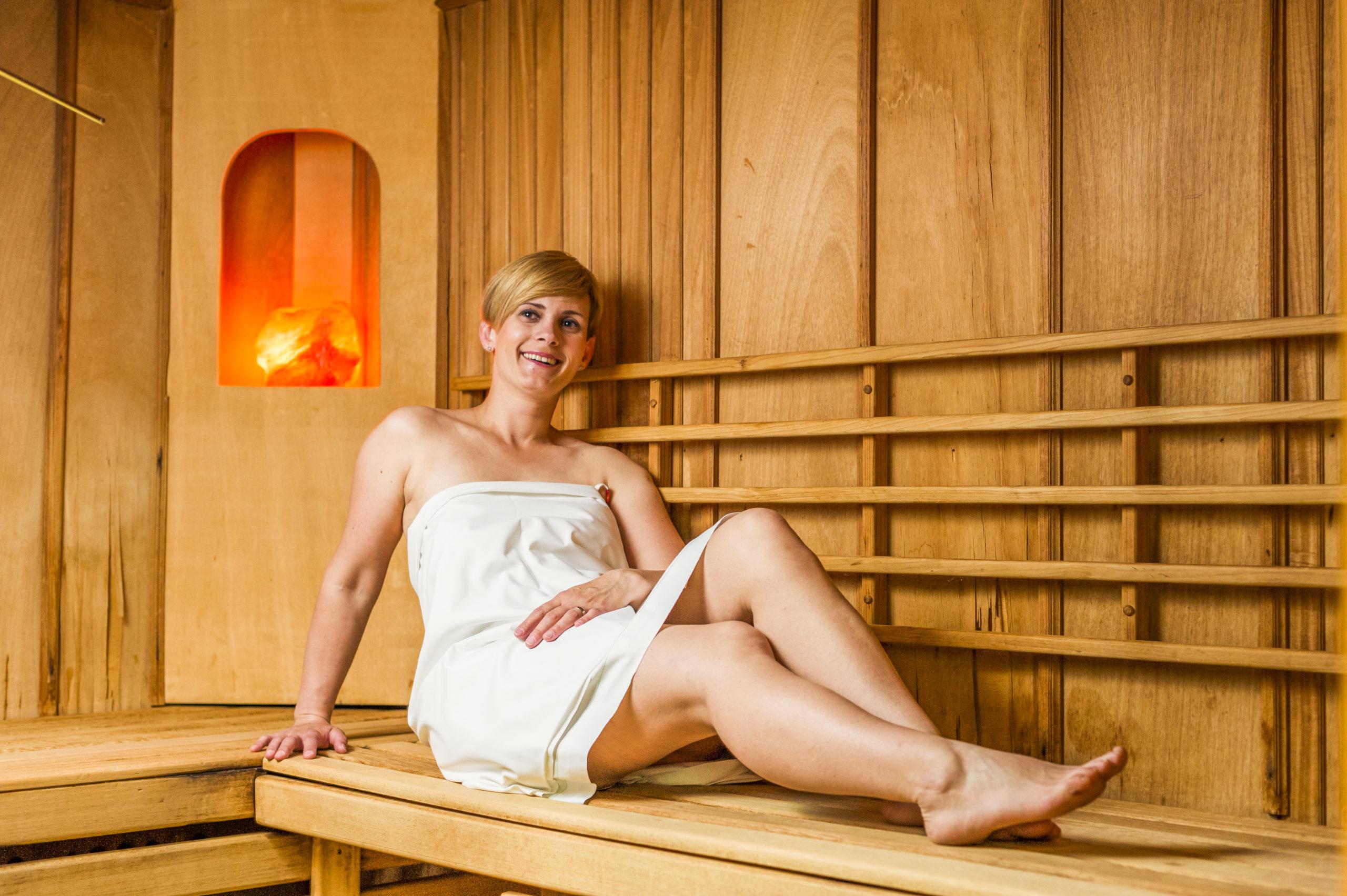 Woman in sauna_TL_Foto ZV_09 14