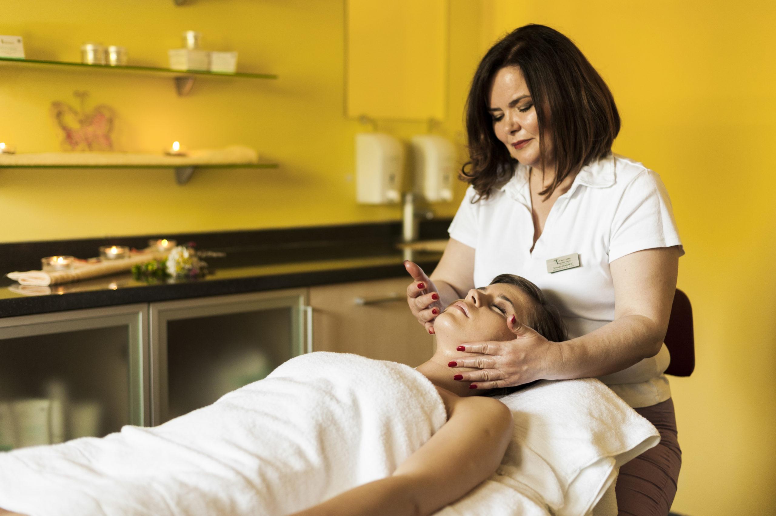 Women have massage_02_Wellness Thermalium_T3000_Foto ZV_09 14