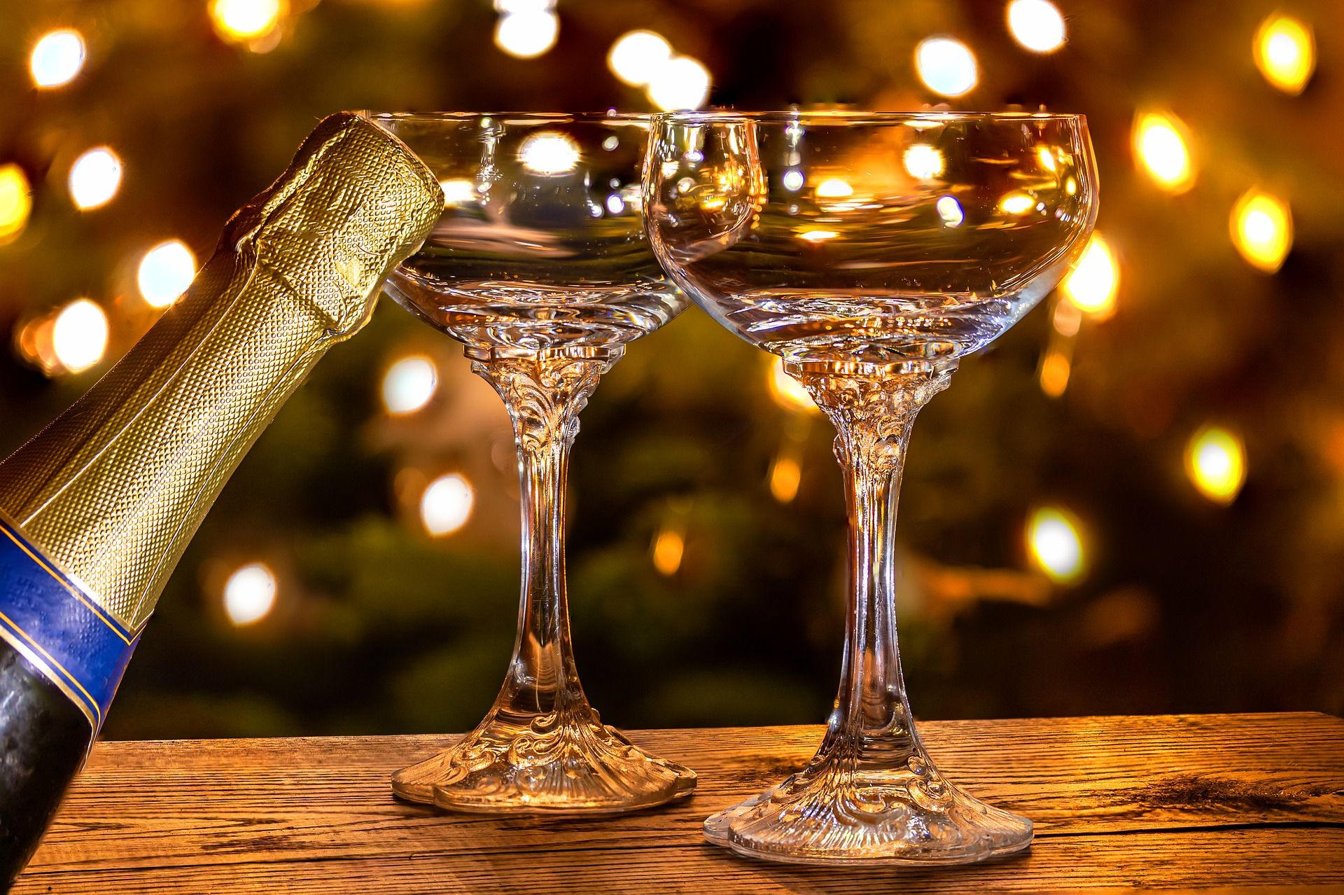 champagne-glasses-4731532_1920