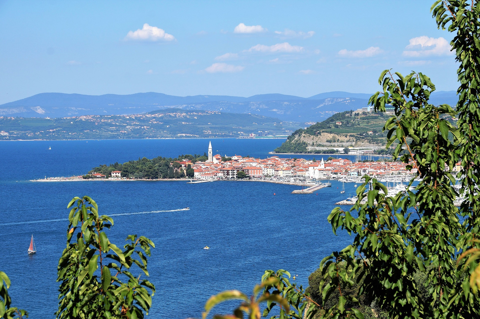 the-town-of-izola-2672408_1920
