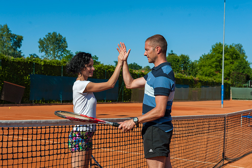 Couple-playing-tennis_TP_Foto-ZV_09-14_low res