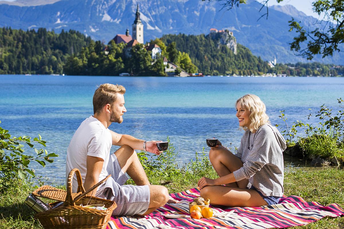 couple_lakeside_picnic_01_fotoBD_2017_lowres