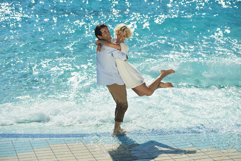 waterpark_vawes_pool_couple_TP_DD2016_lowres