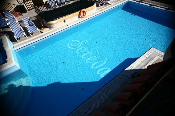 020 Roof Pool