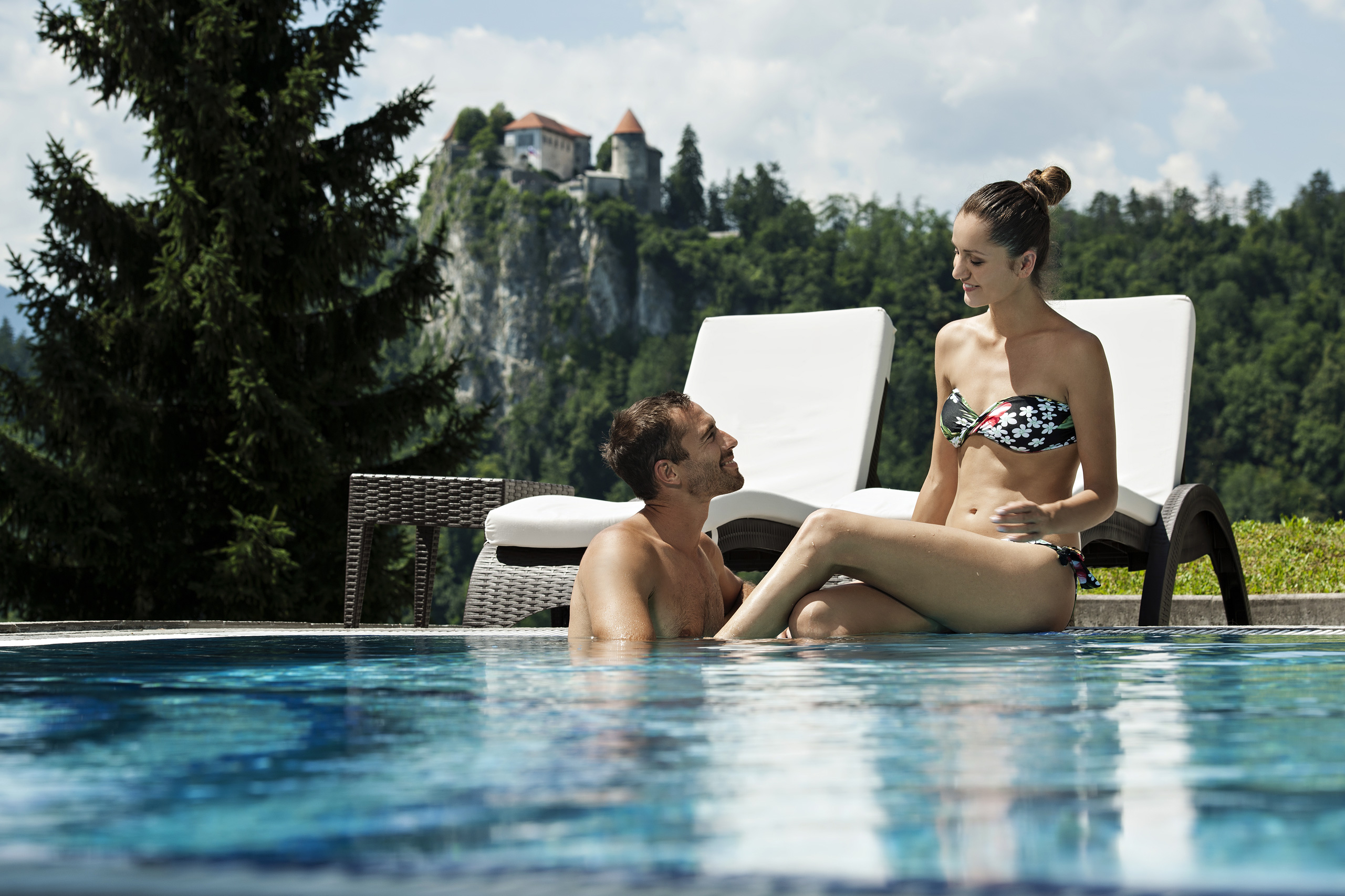 Outdoor-pools_Couple_03_ZWC_RikliBalanceHotel_Foto-DD_07-15_low res