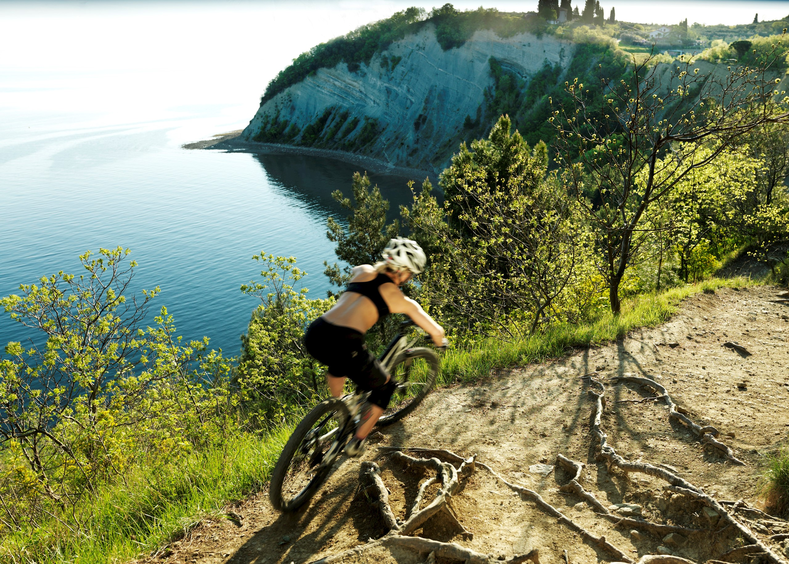 action-set-cycling-moon-bay-woman-in-action
