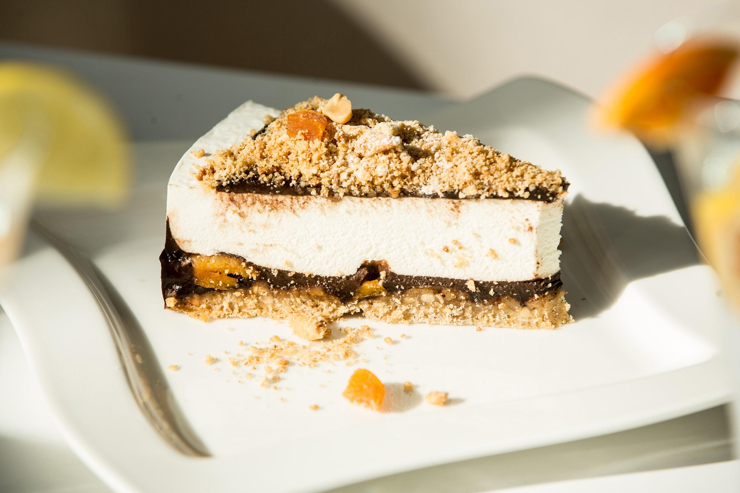 cafe-central-praline-cake-salt-flower-table-18