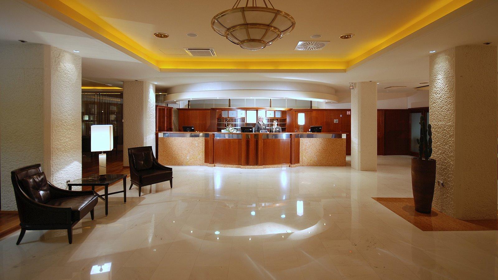 grand-hotel-portoroz-reception-by-night