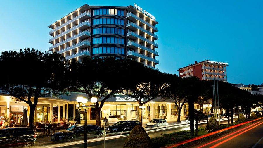 hotel-slovenija-night-landscape-promenade-16
