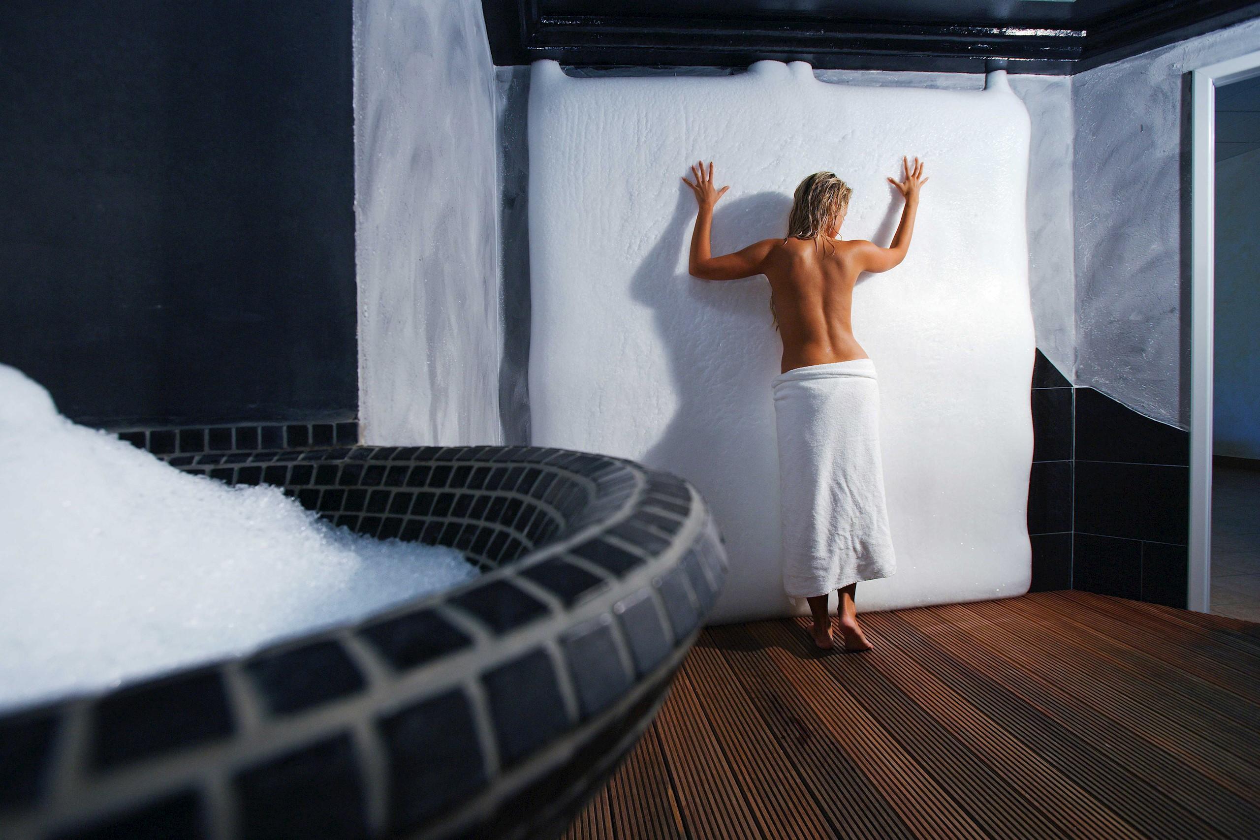sauna-park-ice-cave-ice-wall-woman
