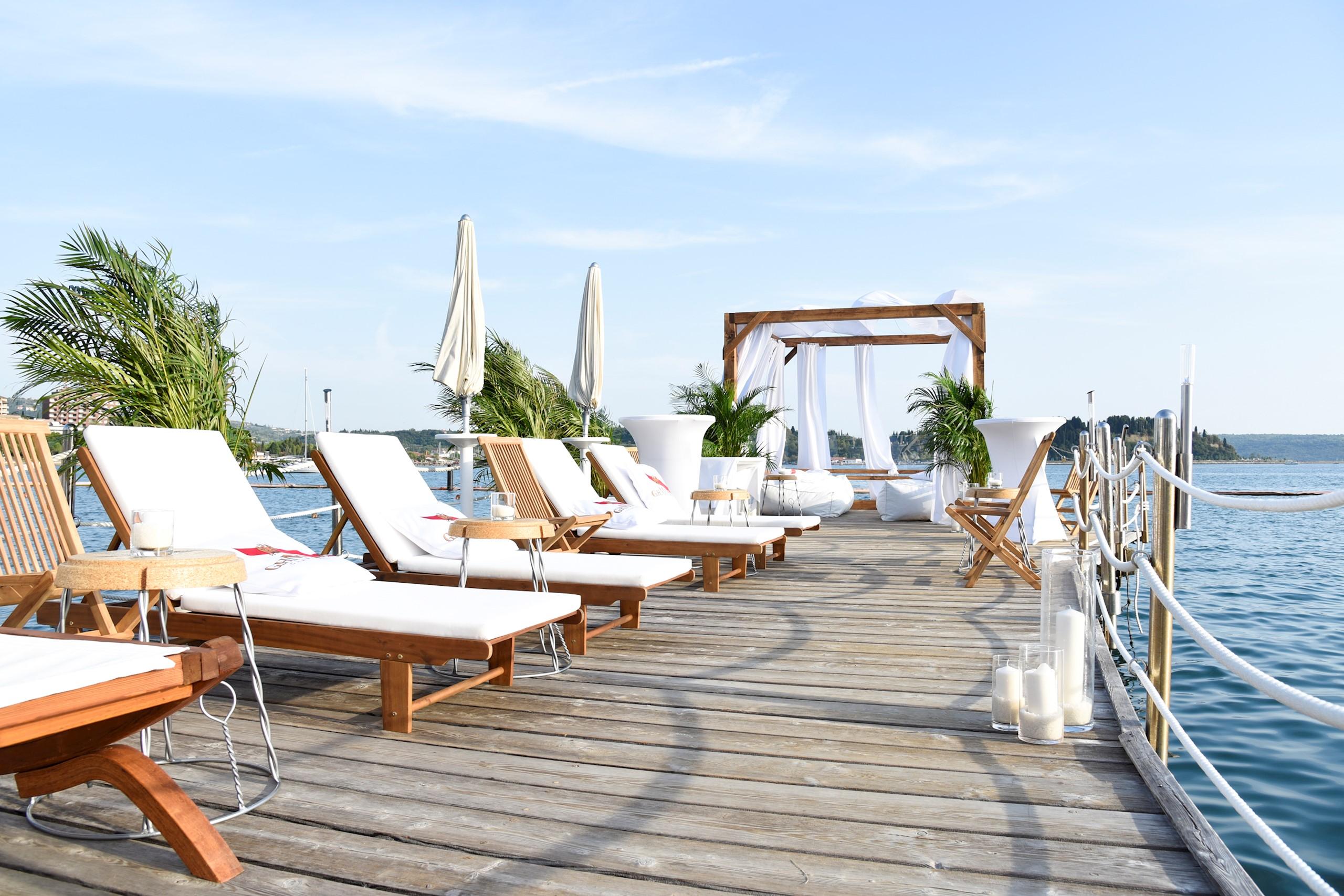 white-pier-deck-chairs-umbrellas-sea-prive-baldehin-palm