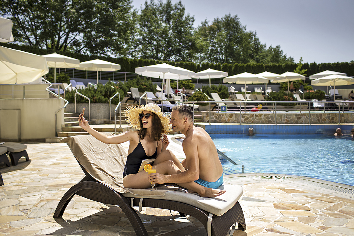 Couple_01_Hotel_Livada_outdoor_pool_T3_fotoBD_2019_lowres