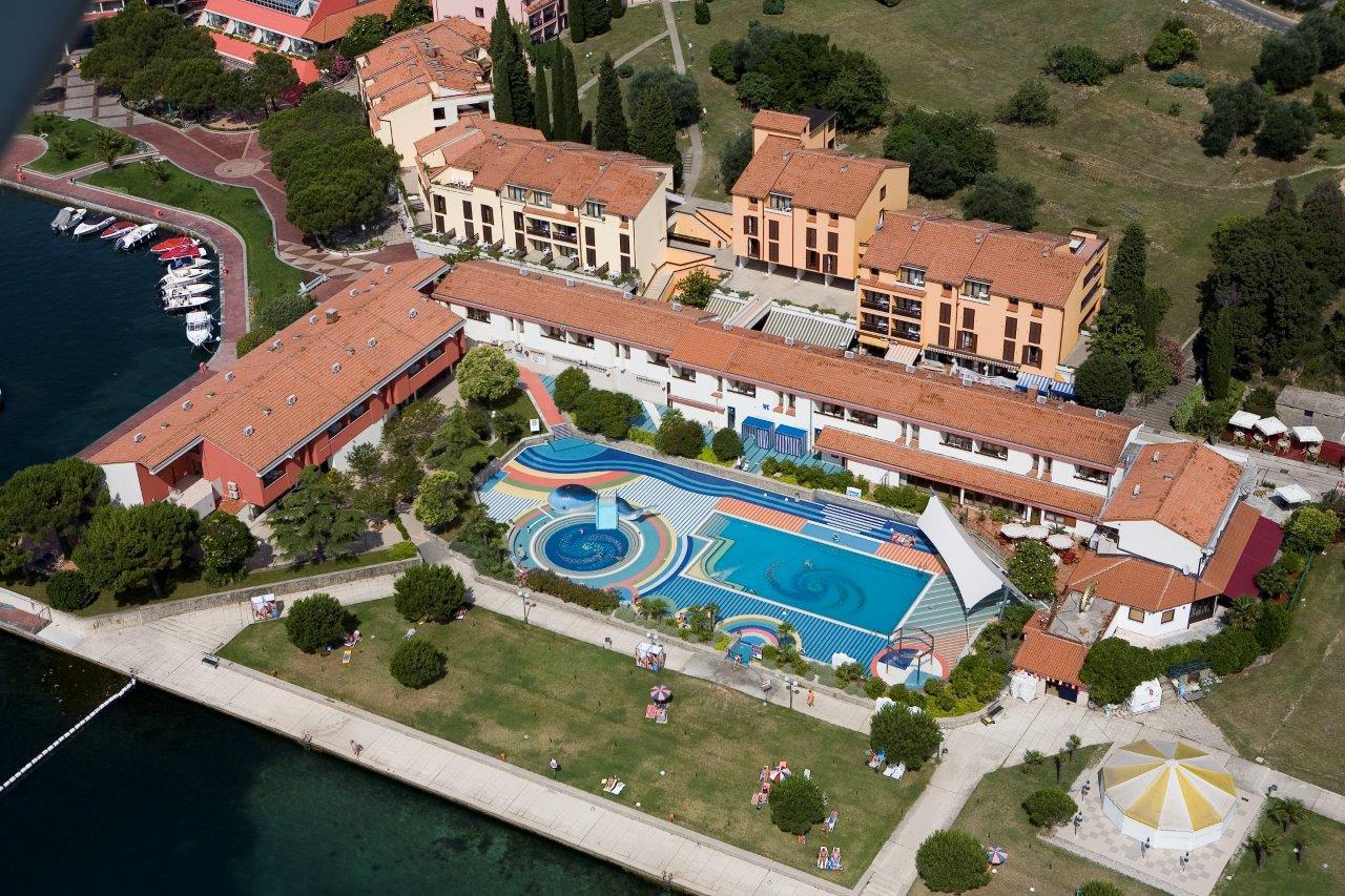 Hotel Vile Park-Vila-Barka-pool-air-panorama