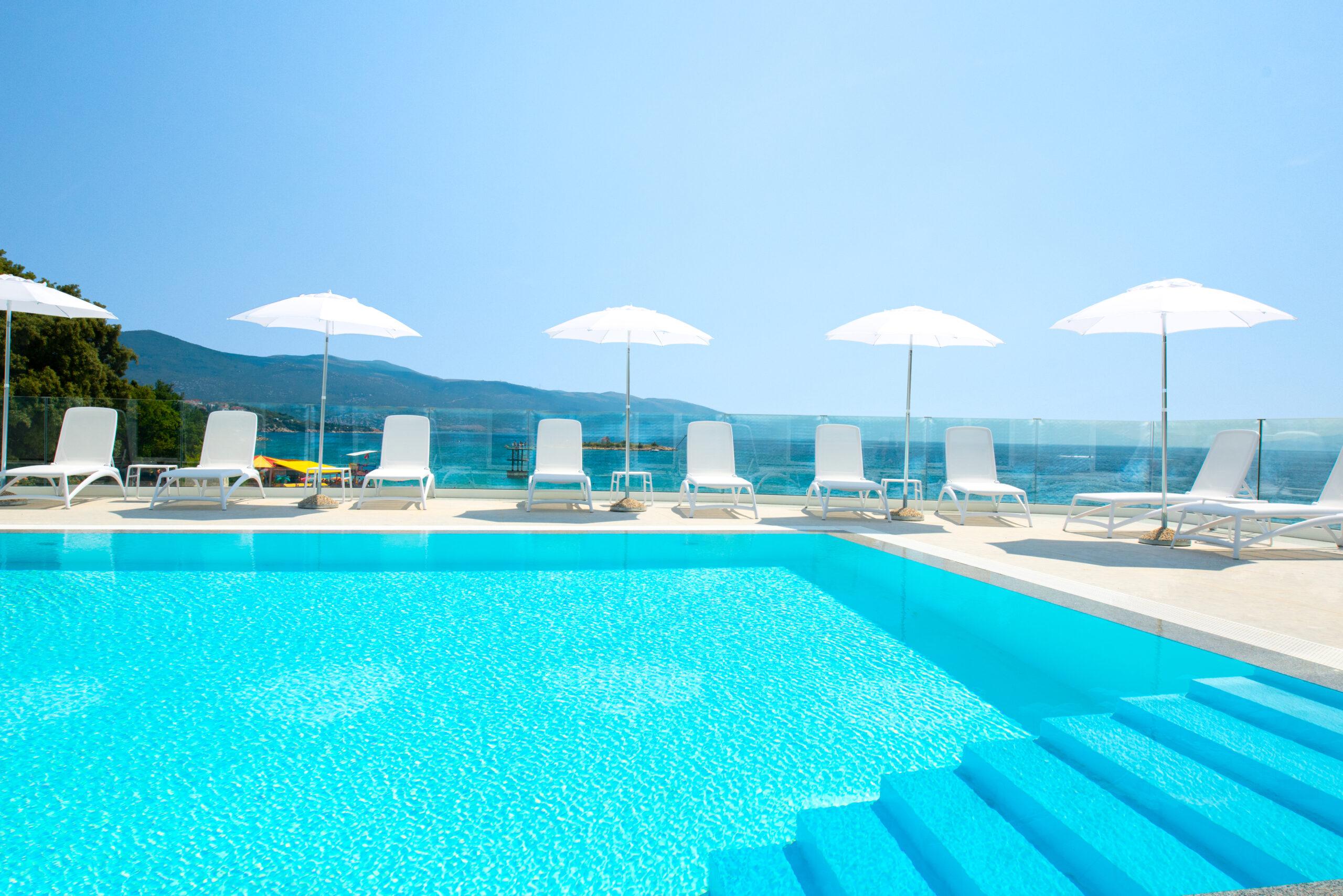 Exterior outdoor pool_hotel Lisanj (1)