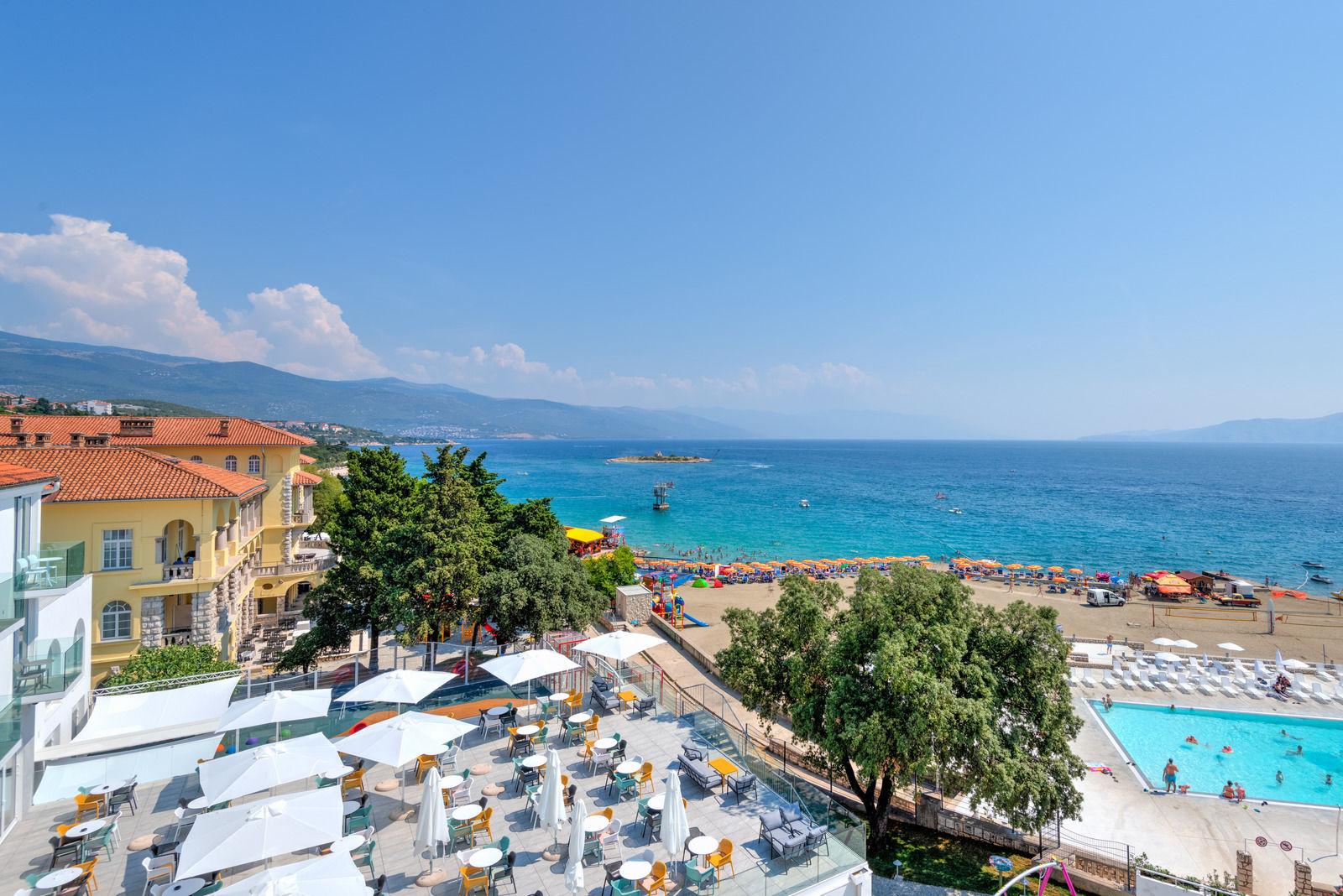 Exterior outdoor pool_hotel Lisanj (5)
