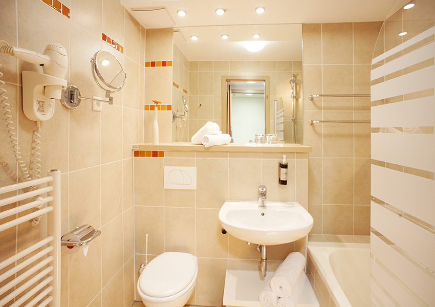 HotelSavica_twinroom_doubleroom_bathroom_01_052017_MB_lowres