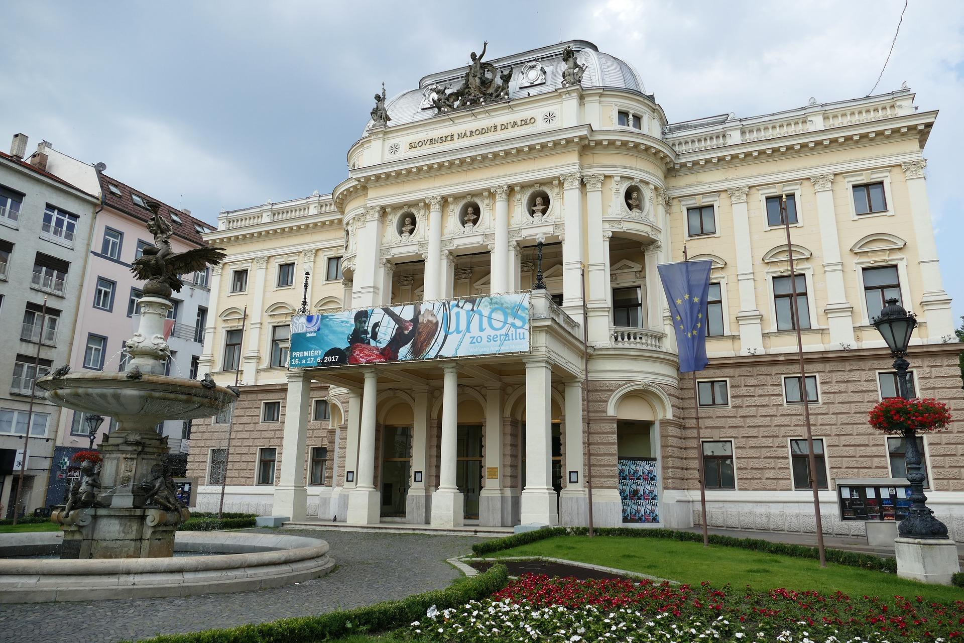 bratislava-2496872_1920