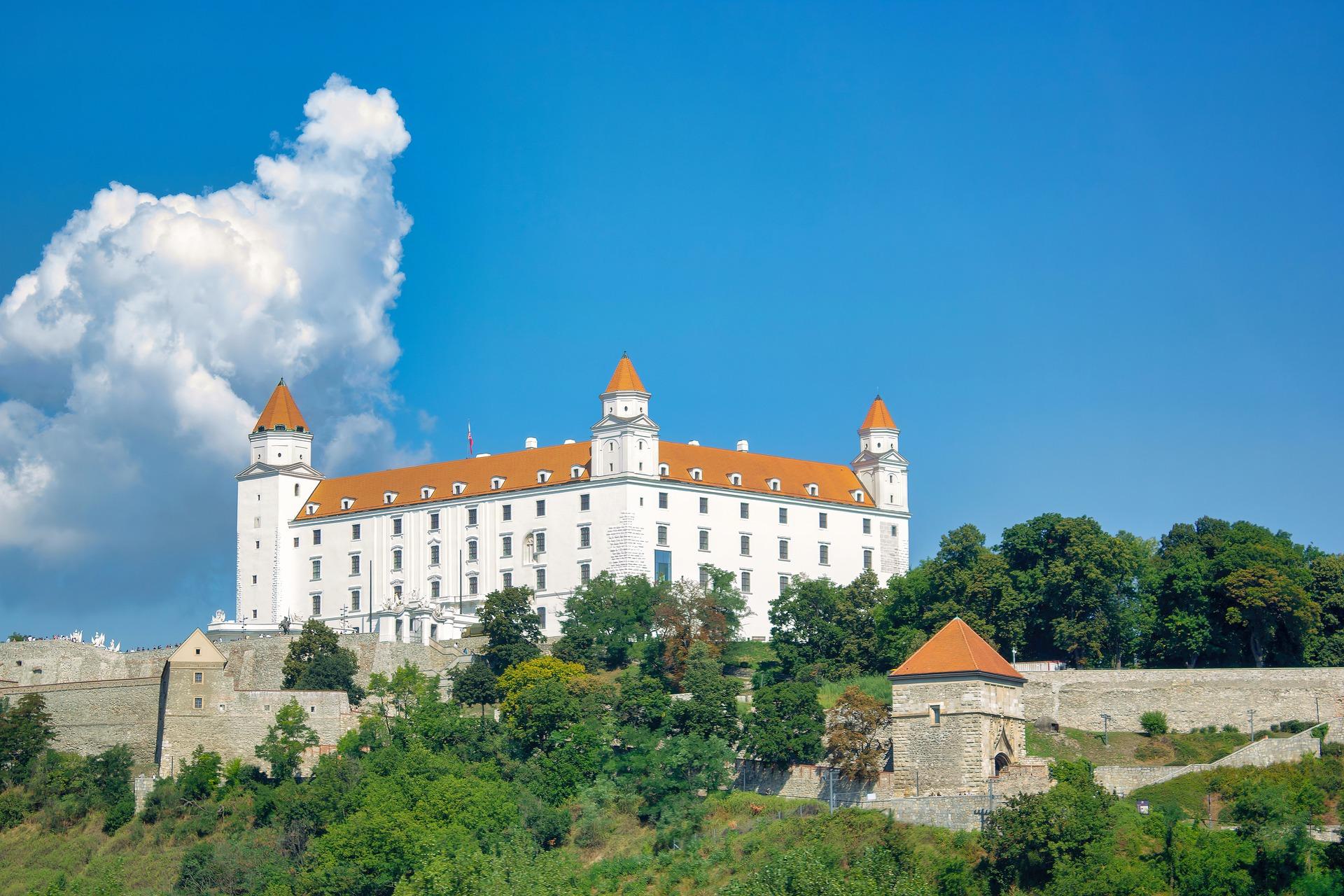 bratislava-castle-6555308_1920